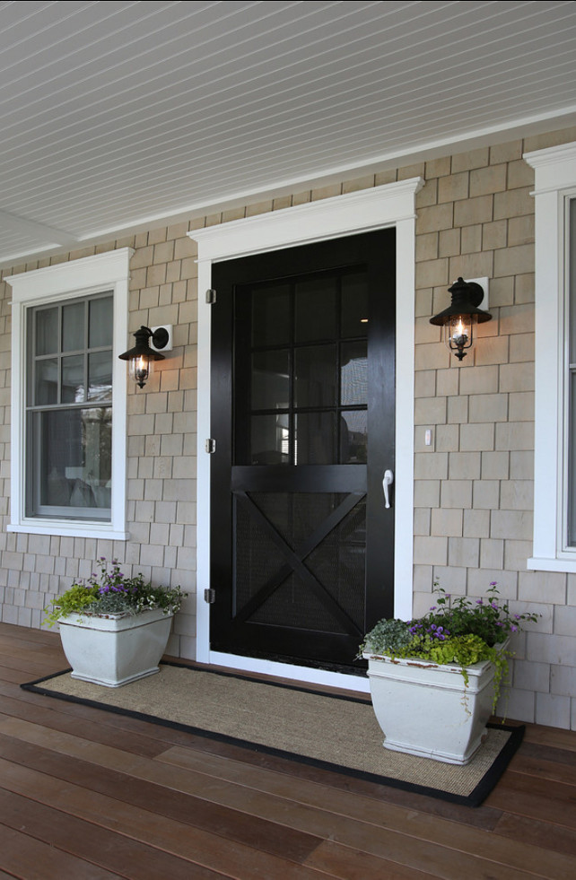 Door. Front Door Ideas. Front entry Design Ideas. Beutiful front entry and front door painted in black. #Entry #FrontEntry #Door #FrontDoor