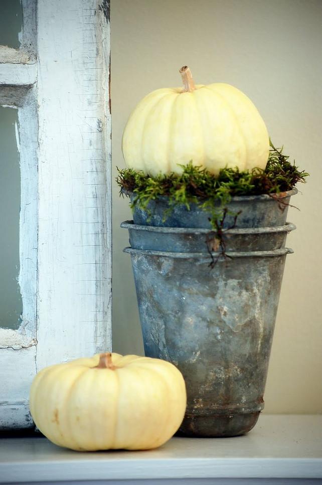 Easy Thanksgiving Mantel Ideas. Via Lambie-pie.