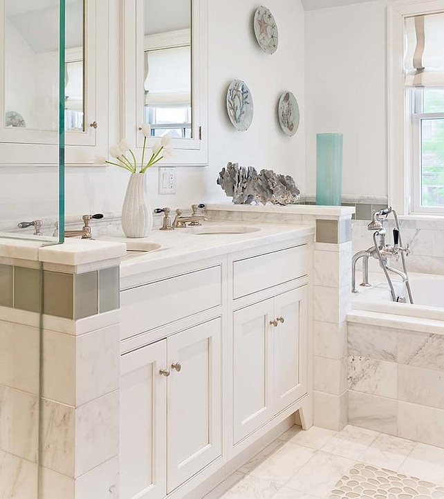 White Bathroom Desgn Ideas. This is a bathroom with caracter. #bathroom #WhiteBathroom