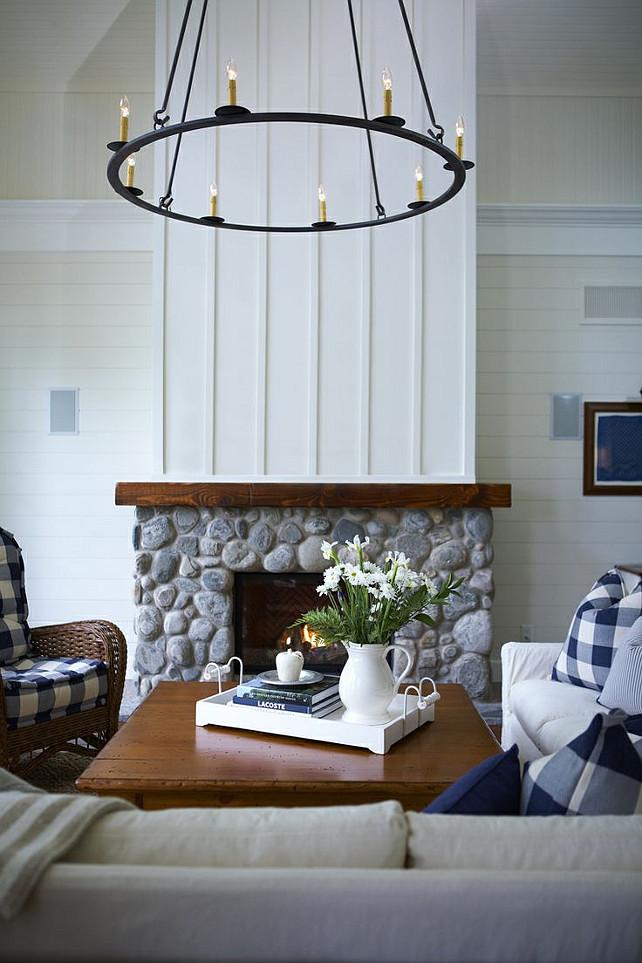 Coastal muskoka living interior design ideas home bunch interior design ideas for Board and batten living room