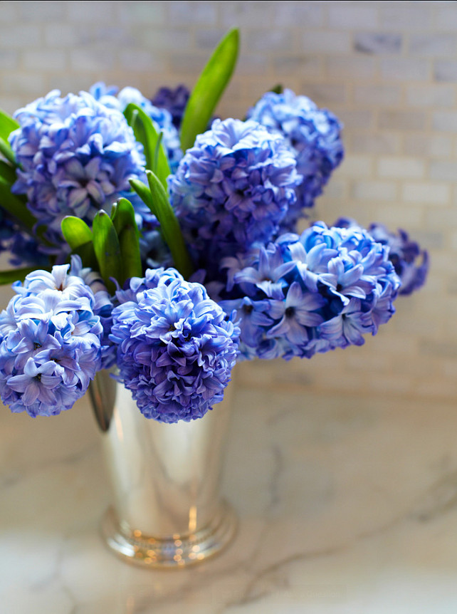 Flower Decor Ideas. Simple flower arrangment ideas. #Flowers #HomeDecor #FlowerArrangments