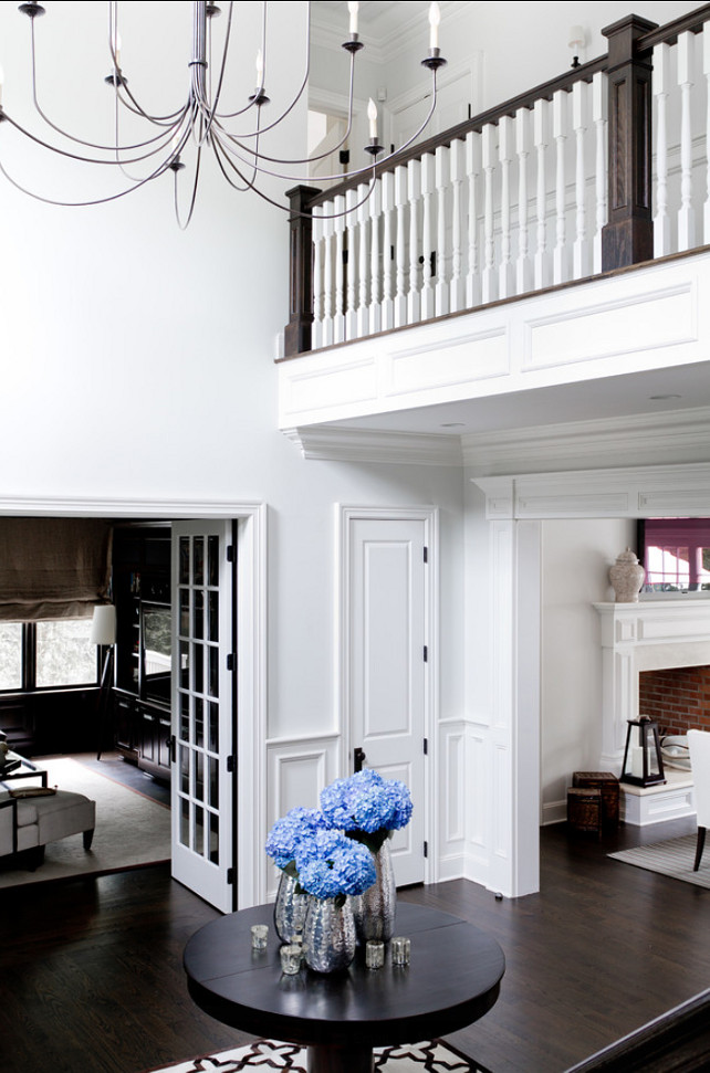 Foyer. Inspiring Foyer Design with classic decor. #Foyer #ClassicInteriors #InteriorDesign