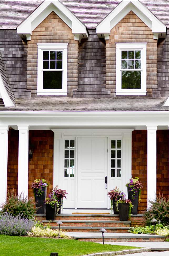 Fron Door Ideas. Front door and front entry design ideas. I am loving the front door and frontry entry of this classic Hamptons house. #FrontDoor #FrontEntry