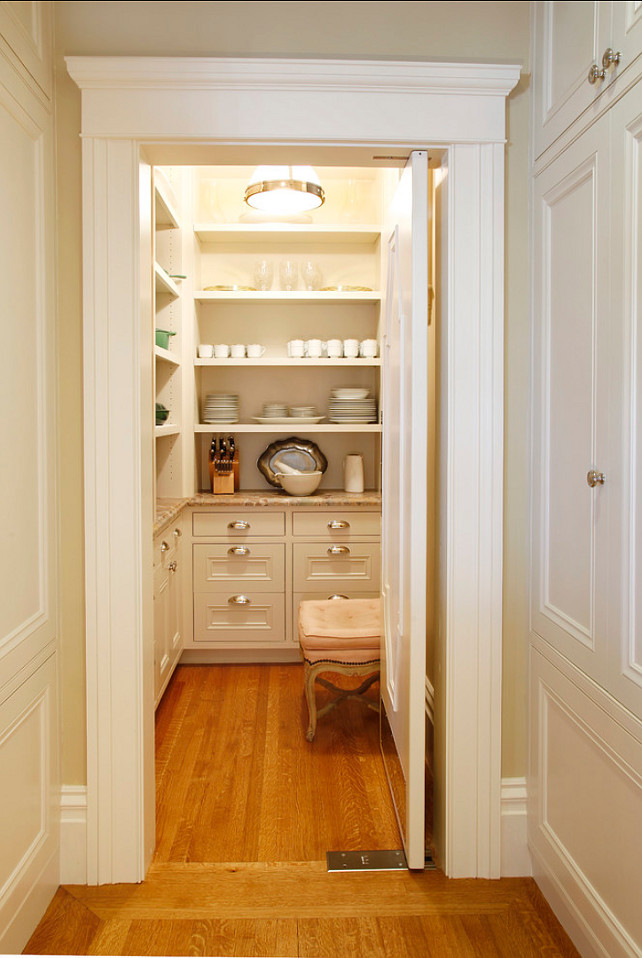 Butler's Pantry. This bustler's pantry design is just perfect! The cabinets offer plentry of storage. #ButlersPantry #PantryDesign #Pantry