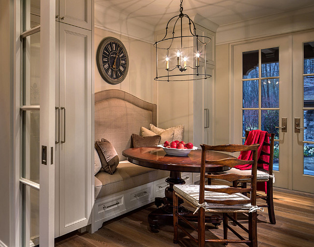 Breakfast Nook Design Ideas. This breakfast nook is beautifully designed. #BreakfastNook #EatingArea #Interiors #Decor