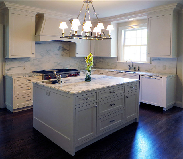 White Kitchen Paint Color. Benjamin Moore Decorators White CC-20 #BenjaminMoore #DecoratorsWhite CC-20