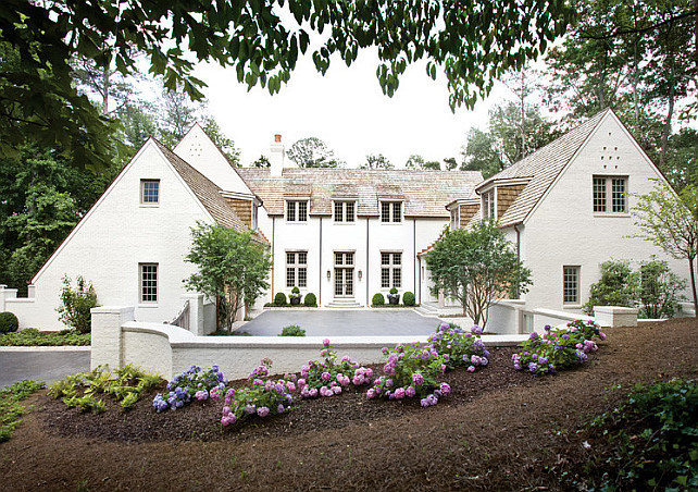 Hydrangea. Gaden with Hydrangeas. Front yard with Hydrangeas. Peter Block Architects and Interior Designer, Beth Webb Interiors.