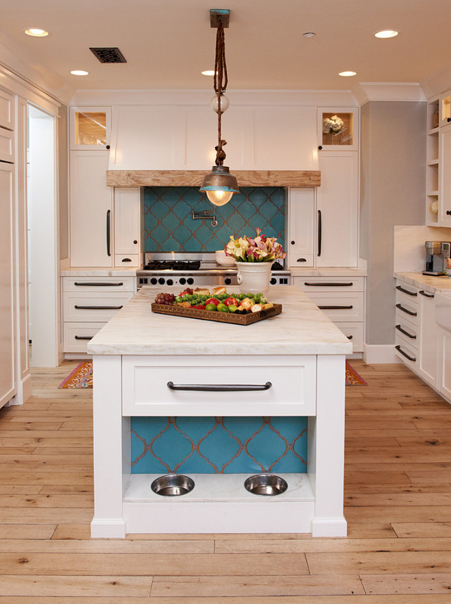Kitchen Ideas. This kitchen has so many great design Ideas that I wish I could apply to my own kitchen. This is my next kitchen reno inspiration! #KitchenReno #KitchenDesign #KitchenIdeas #Interiors