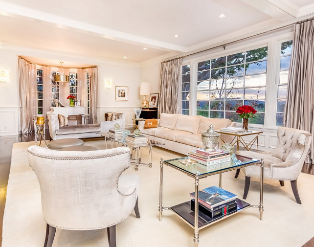 Jennifer Lopez Home Pictures. Living Room. Jennifer Lopez House with decor and paint color sources. #JenniferLopez #JenniferLopezHouse