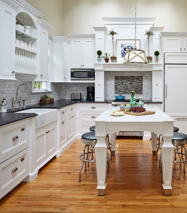 Kitchen. White Kitchen Design. This white kitchen has a classic and timeless design. #WhiteKitchen #Kitchen #ClassicWhiteKitchen