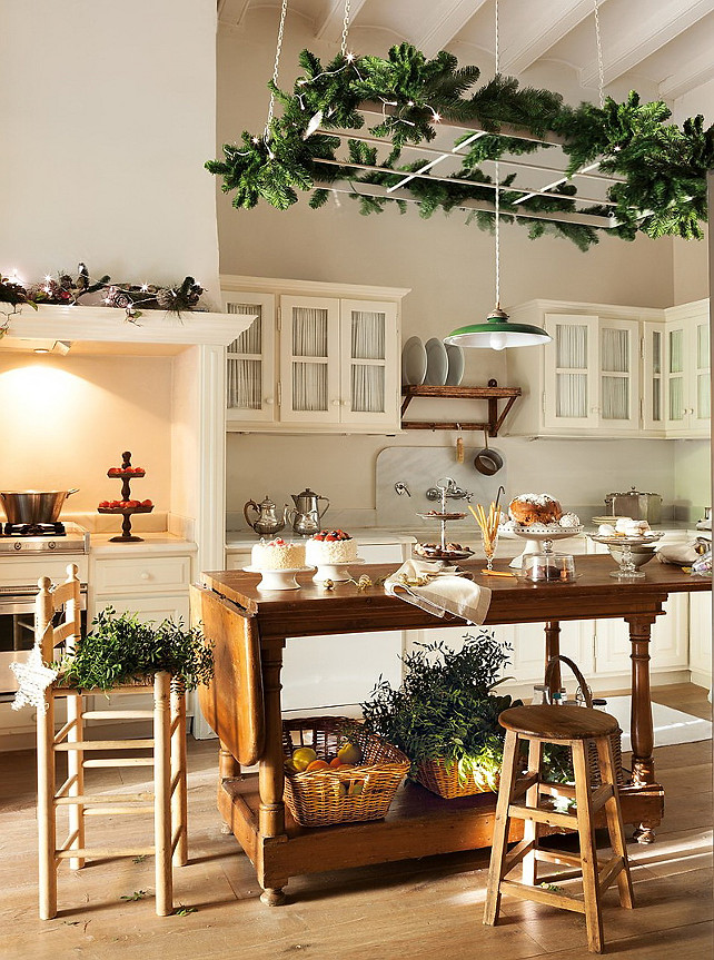Cottage kitchens for christmas for Christmas home design