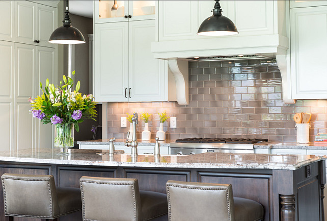 Kitchen Design Ideas. Off-white Kitchen Cabinet Ideas. Kitchen with off-white cabinet color. #Kitchen #OffWhiteKitchen #KitchenIdeas