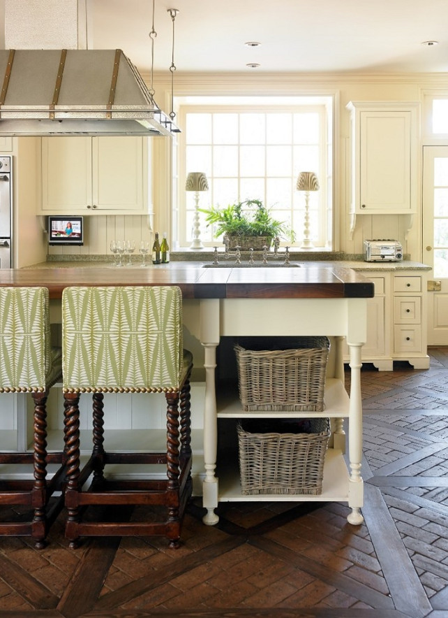 Kitchen Flooring. Kitchen Flooring Ideas. Kitchen brick and wood flooring. #Kitchen #KitchenFlooring #Brick #Wood  Liz Williams Interiors.