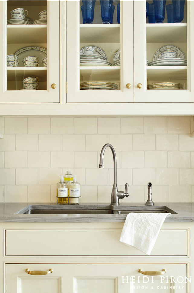 White Kitchen Cabinet Knob Ideas