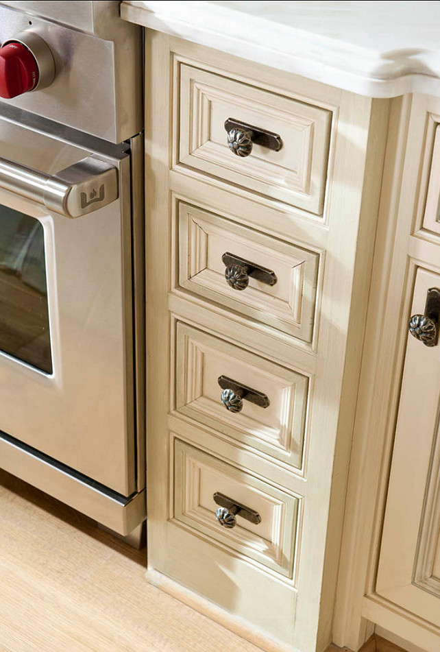 Kitchen Hardware. KItchen Hardware Ideas. Traditional kitchen hardware.