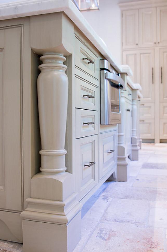Kitchen Island Design. Traditional Kitchen Island Design #KitchenIsland #KitchenIslandDesign #TraditionalKitchenIsland Mobili Martini