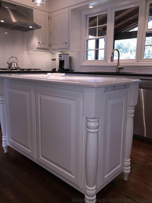 Kitchen Island Feet Design. #KitchenIslandFeet Home Bunch Interior Design.