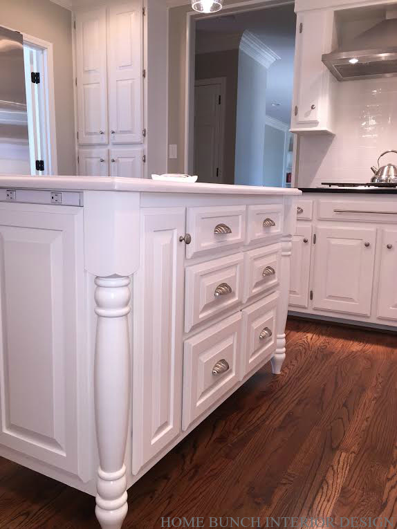 Restored houses interior design ideas home bunch for Benjamin moore white paint for kitchen cabinets