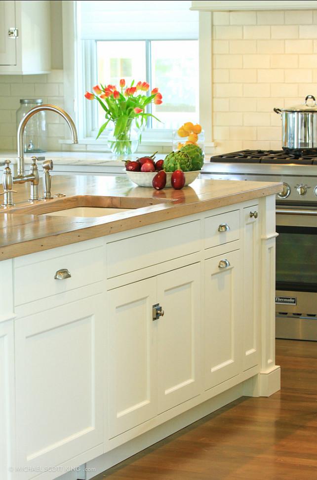 Kitchen Island. Kitchen island design ideas. #Kitchen #KitchenIsland