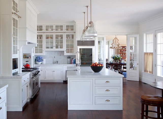 Traditional nantucket cottage with coastal interiors for Nantucket style kitchen