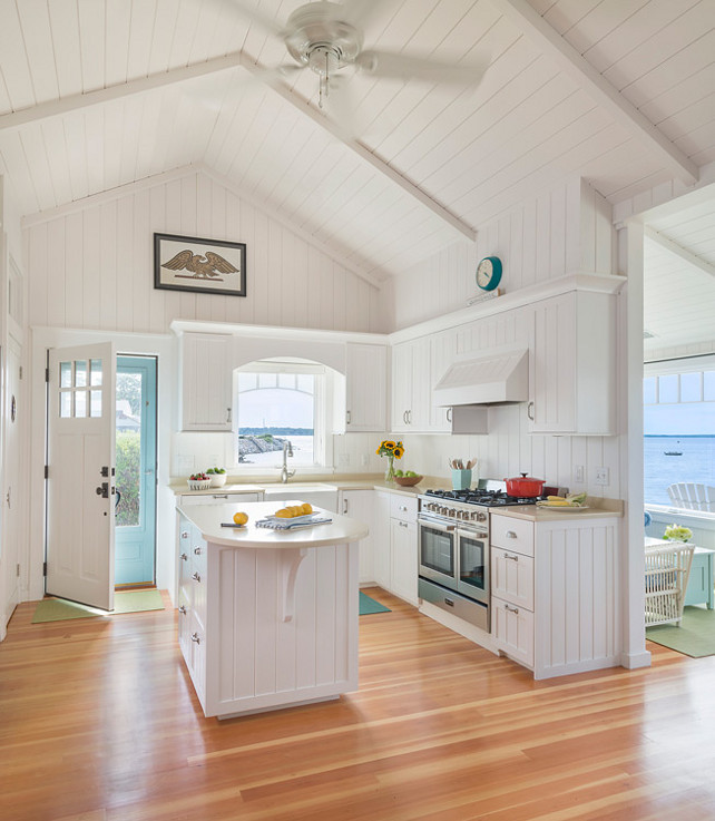 Small beach cottage with inspiring coastal interiors for Beach house kitchen ideas