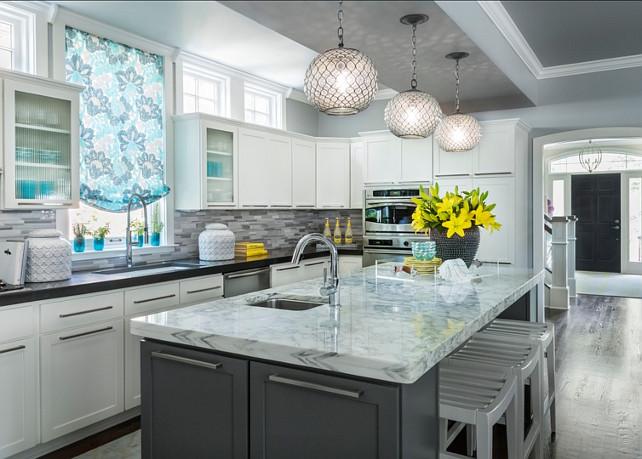 Kitchen. Transitional Gray Kitchen. Tranditional kitchen. #Kitchen #TransitionalKitchen #GrayKitchen   Designed by Martha O'Hara Interiors.