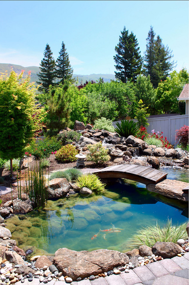 Water features in japanese style gardens home bunch for Japanese garden pond design
