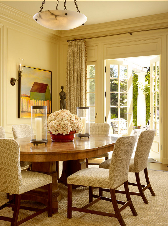 Dining Room. Classic Dining Room Design. I love how classic and inviting this dining room feels. #DiningRoom #Interiors