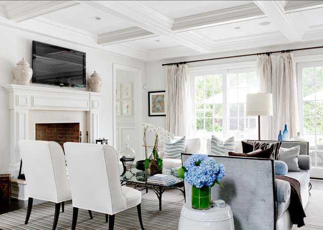 Pleasant Classic Beach House With Elegant Interiors Home Bunch Interior Largest Home Design Picture Inspirations Pitcheantrous