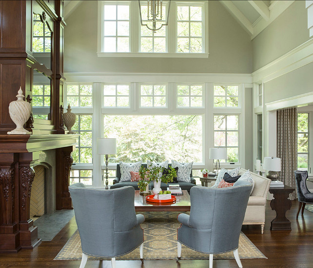 Traditional home with transitional interiors home bunch for Benjamin moore living room color ideas