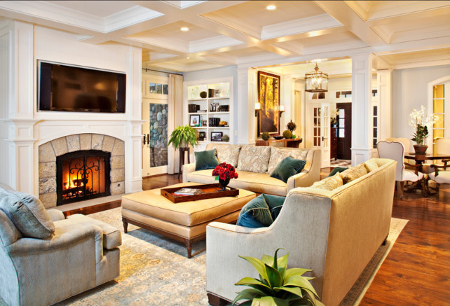 Coastal Living Room. This is a great example of classic subltle coastal living room. #LivingRoom #CoastalInteriors