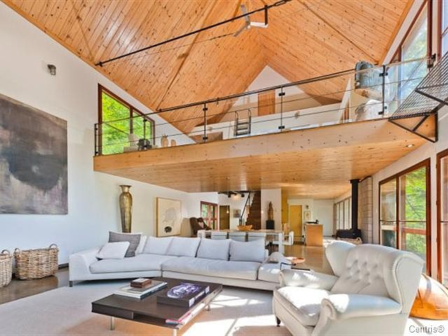 Halle berry s new house for sale home bunch interior for Home plans with vaulted ceilings