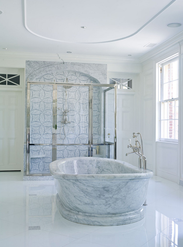 Marble Bathtub. Italian White Carrera marble bathtub Vicente Burin Architects
