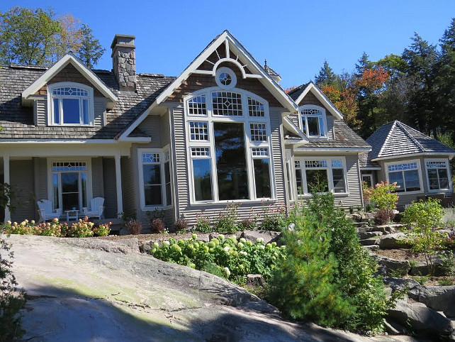Muskoka Cottage Exterior Ideas. #Muskoka #CottageExterior Via Home Bunch.