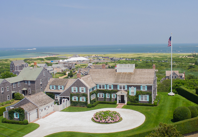 Nantucket Shingle Homes. Nantucket Shingle Beach Homes. Nantucket Shingle Beach House. #Nantucket #ShingleHome. Via Nantucket Real Estate.