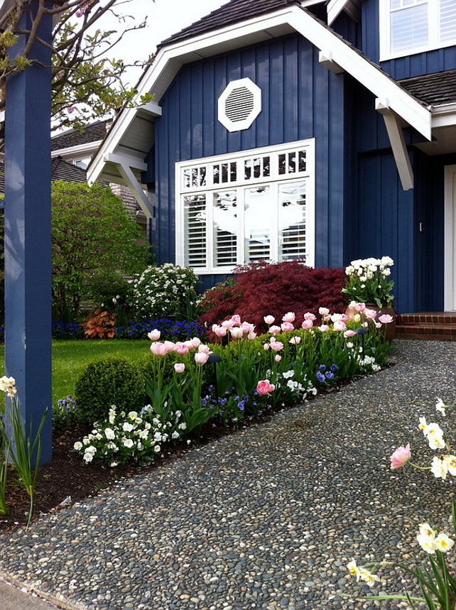 Navy Blue Home Exterior Paint Color. Benjamin Moore Newburyport Blue. #BenjaminMooreNewburyportBlue Glenna Partridge.