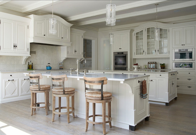 Off White Kitchen. Great paint color in this off white kitchen. Similar Paint Color White Dove OC-17 by Benjamin Moore #OffWhiteKitchen #Kitcehn #PaintColo3 #BenjaminMoore