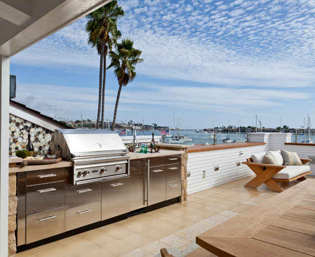 Outdoor BBQ Area. BBQ Area Ideas. Outdoor kitchen with bbq. Outddor kitchen with bbq on rooftop in a beach house in California. #BBQ #OutdoorKitchen #Rooftop