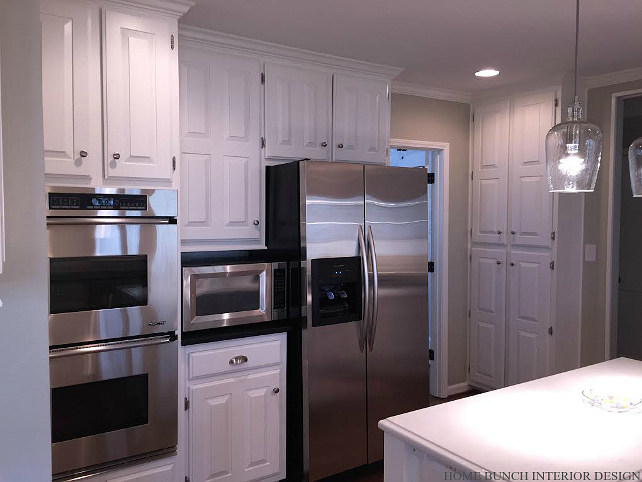 Painting Kitchen Cabinets. How to transform Old Cabinets into New with Paint. #PaintingKitchenCabinets Home Bunch Interior Design.