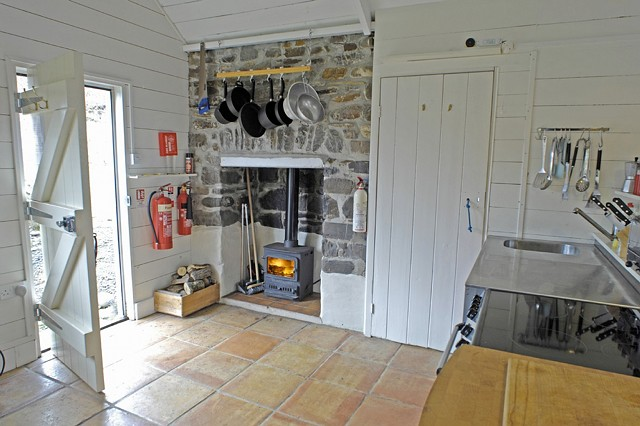Cottage: The Beach Hut in North Cornwall, UK - Home Bunch ...