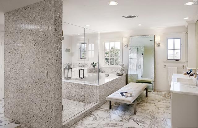 Gray Master Bathroom Ideas Photo 21