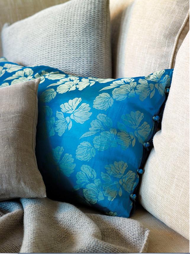 Pillow Ideas. Pillow Fabric Ideas. Pillows #Pillows #PillowIdeas #PillowFabrics