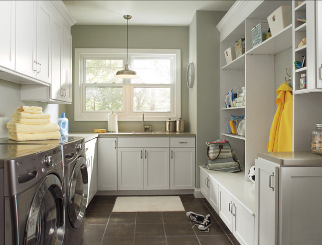 Laundry Room Design Ideas. This is a great laundry room with plenty of storage. #LaundryRoom #Cabinets #Storage