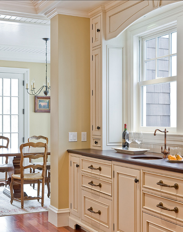 The best benjamin moore paint colors home bunch interior for Rich neutral paint colors