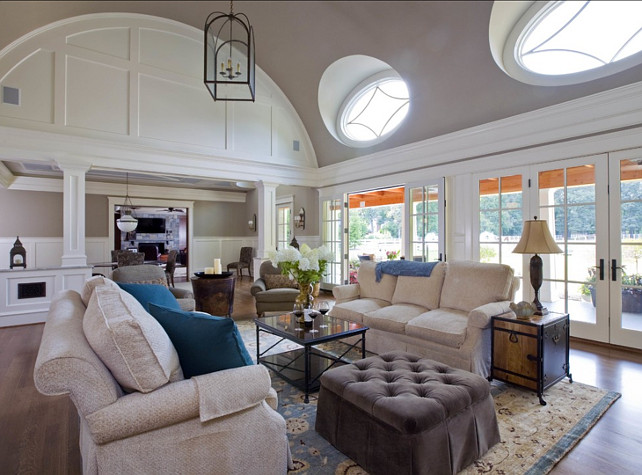 Family Room Design Ideas. This family room has great layout for family living. #FamilyRoom #RoomLayout