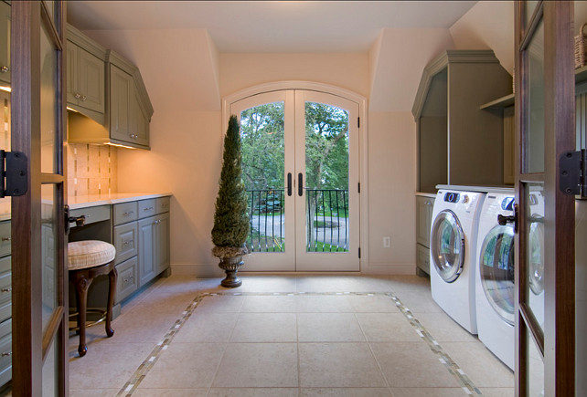 Traditional Laundry Room Design. I like the traditional design of this laundry room. #LaundryRoom #Traditional