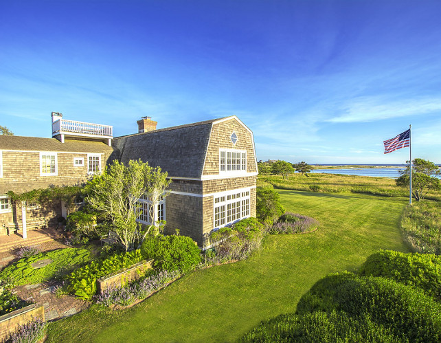 Shingle Beach House. Classic Shingle Beach House. Classic Hamptons Shingle Beach House. Shingle Beach House in the Hamptons. #ShingleBeachHouse #Hamptons. Via Sotheby's Homes.