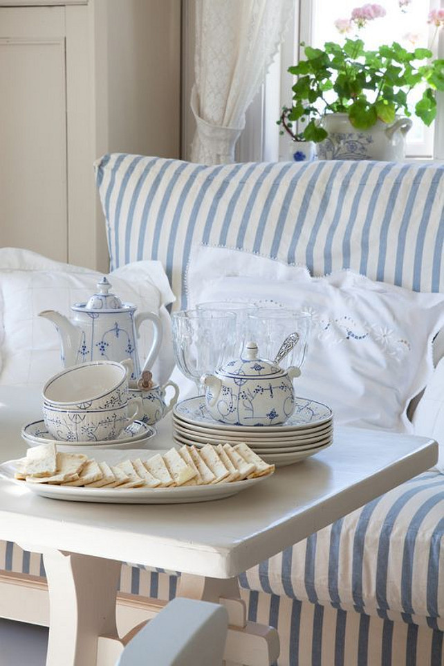 Tea Time in a Blue and White Motif. #BlueandWhite #Motif Via Addicted to Lifestyle.