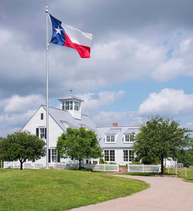 Texas Farmhouse. Farmhouse in Texas. #Farmhouse #Texas #Dallas  M. Barnes & Co.