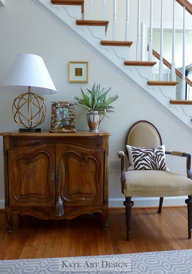 Traditional Foyer designed by Kate Abt Design. #TraditionalFoyer #Foyer #TraditionalInteriors